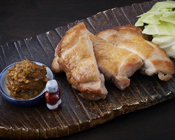 鶏ソテーとキャベツの唐辛子みそ添え