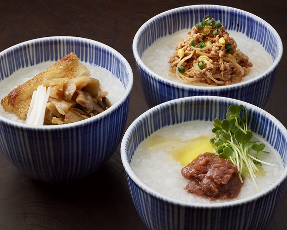 豚キムチ粥(右奥)の画像