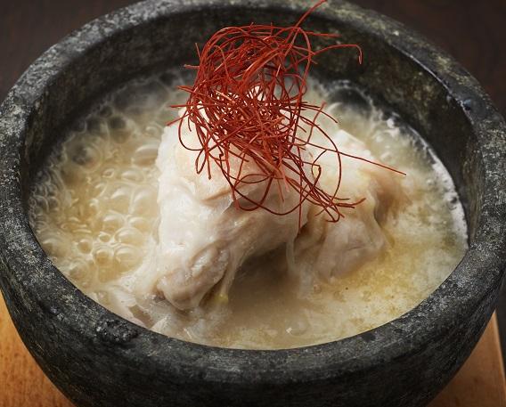 参鶏湯(サムゲタン)の画像